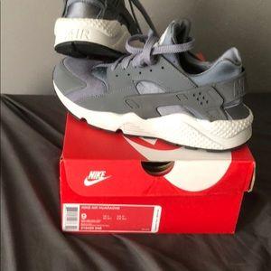 Men's Nike Air Huarache size 9